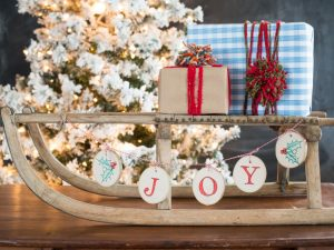 25 Fun Christmas Decor Ideas - Woodsy Banner