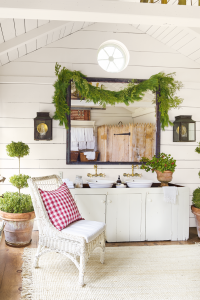 25 Fun Christmas Decor Ideas - Bathroom Garland