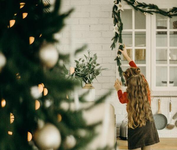25 Fun Christmas Home Decor Ideas - featured image