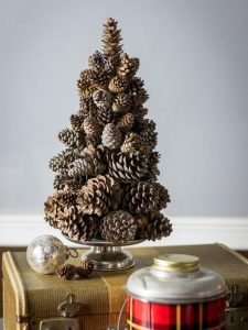 25 Fun Christmas Decor Ideas - Pine Cone Tree