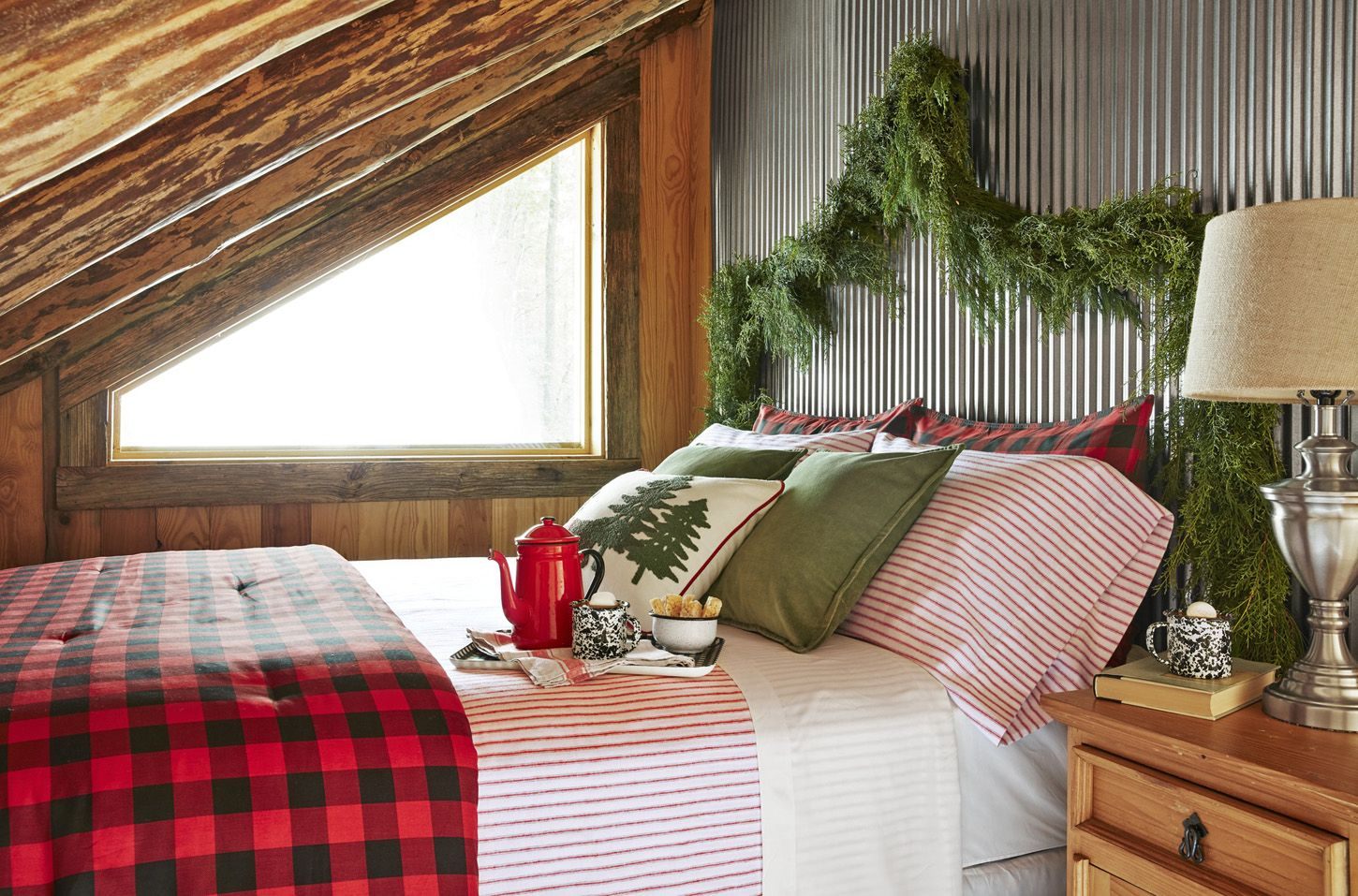 25 Fun Christmas Decor Ideas - Headboard